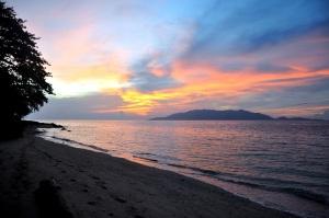 pulau hatta sunset mata bambu